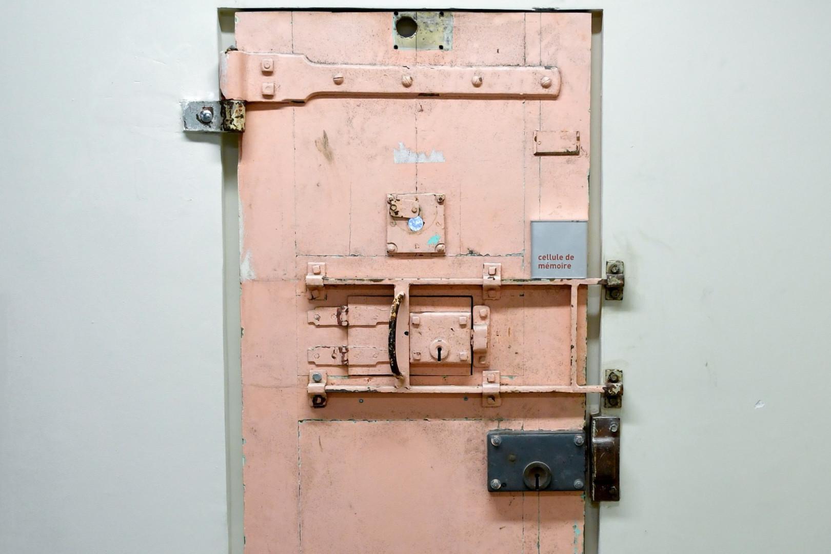 Une porte de cellule de la prison de la Santé, avant sa rénovation