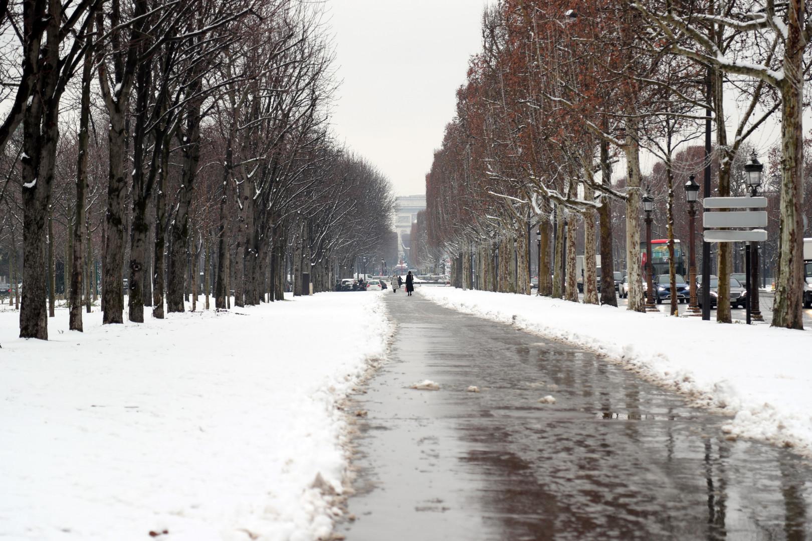 L'avenue des Champs-Élysées sous la neige le 22 janvier 2019