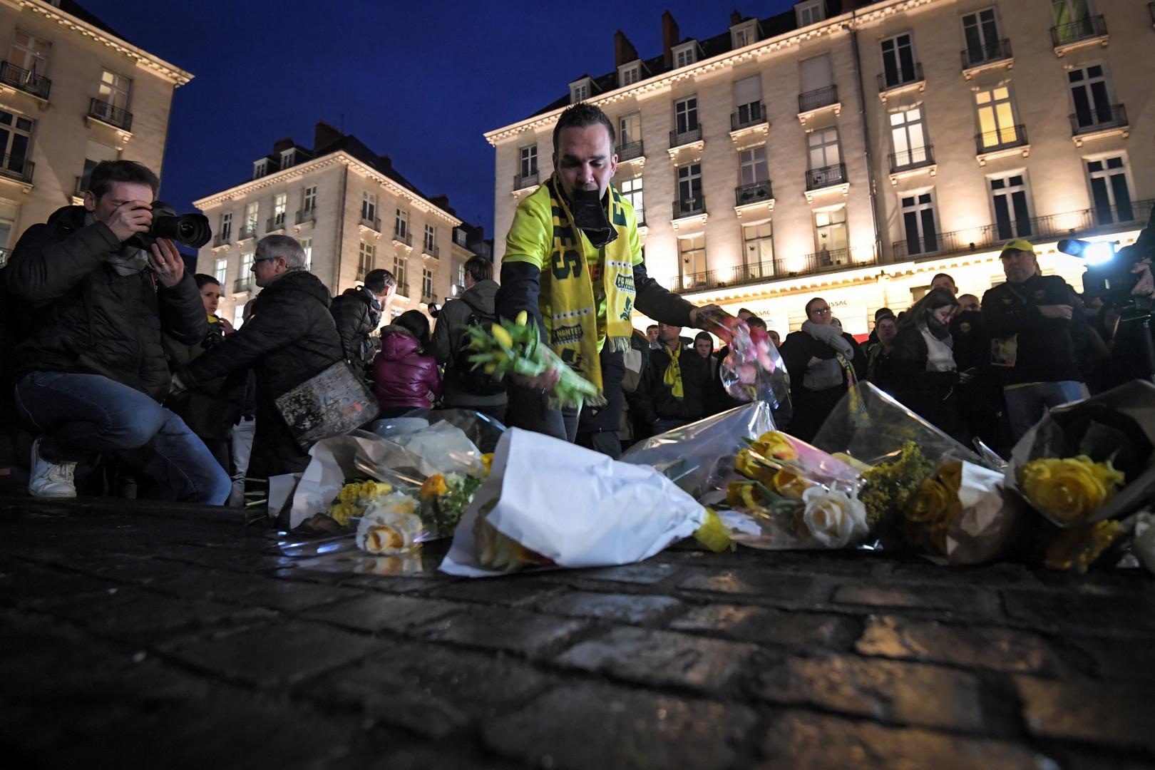 Des supporters du FC Nantes ont déposé des fleurs pour Emiliano Sala