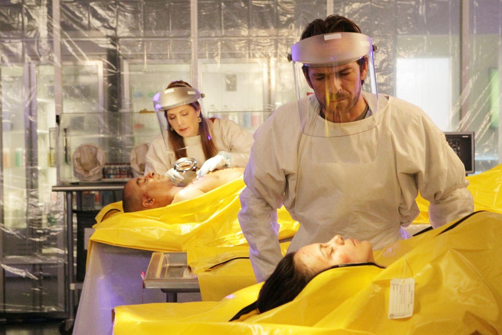 """""""Body of Proof"""", saison 3 (2011-2013) - Luke Perry est devenu le médecin légiste Charlie Stafford dans la série lors de la saison 3."""
