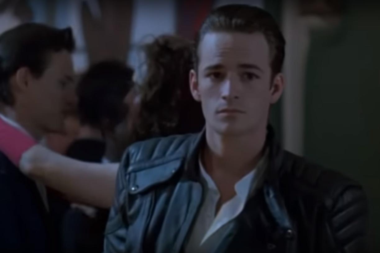 """""""Buffy, tueuse de vampires"""", de Fran Rubel Kuzui (1992) - Luke Perry y a incarné le premier rôle masculin """"Pike"""". Loin d'être un succès, ce film a par la suite donné lieu à la très encensée série avec Sarah Michelle Gellar."""
