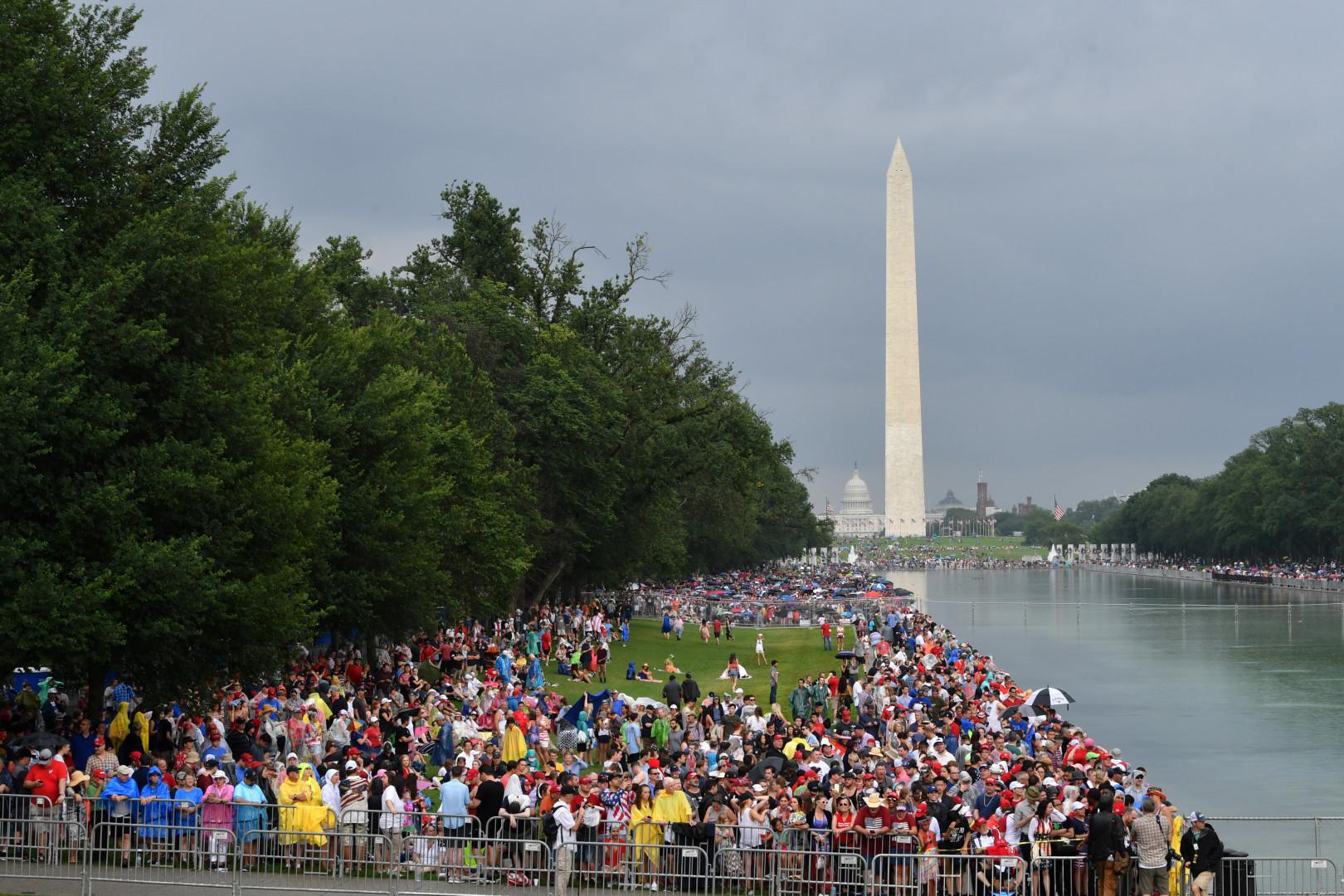 La pluie n'a pas arrêté les Américains venus vivre cette fête nationale sur les pelouses du National Mall, à Wahsington.
