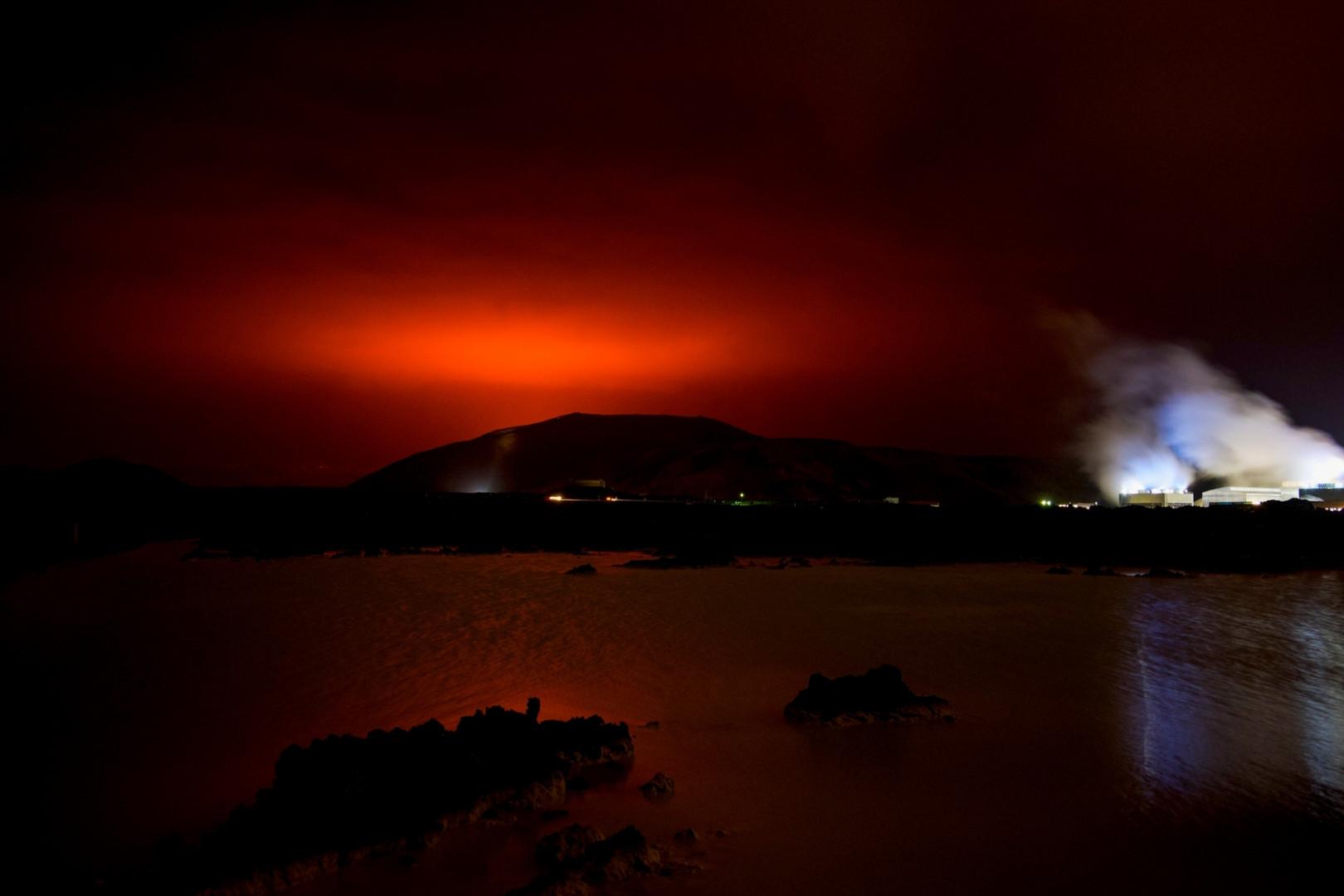 Le volcan est entré en irruption vendredi 19 mars, à 40 kilomètres de la capitale Reykjavik
