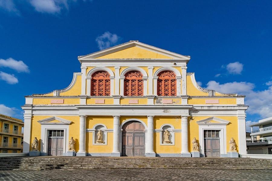 4. Cathédrale Saint-Pierre et Saint-Paul à Pointe-à-Pitre (Guadeloupe)