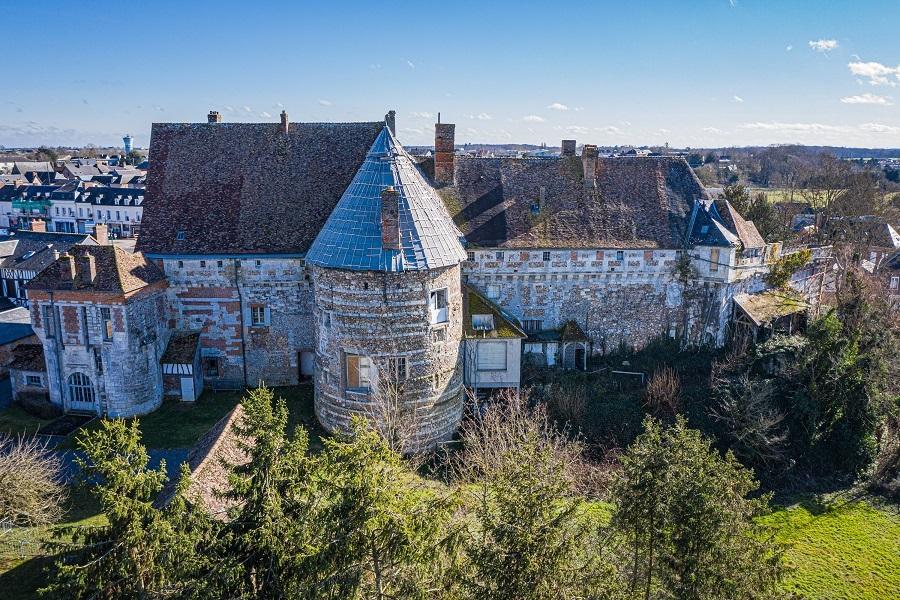 8. Vieux-Château du Neubourg (Eure)