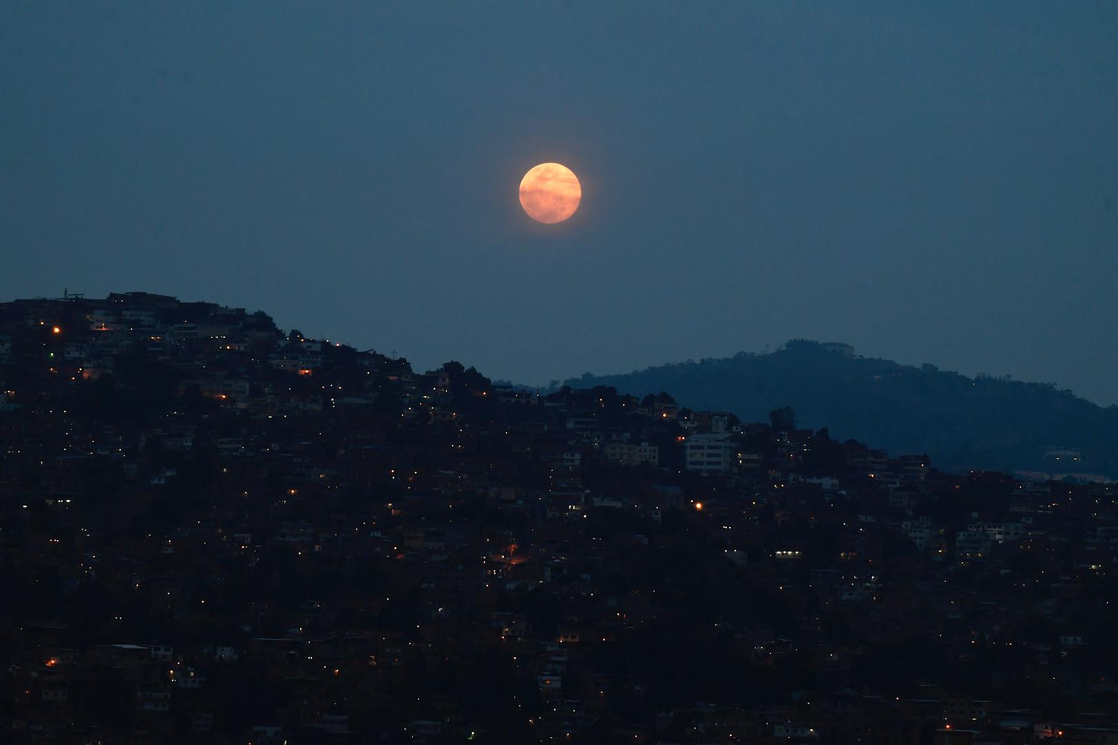 """La """"Super Lune rose"""" est observable à l'œil nu"""