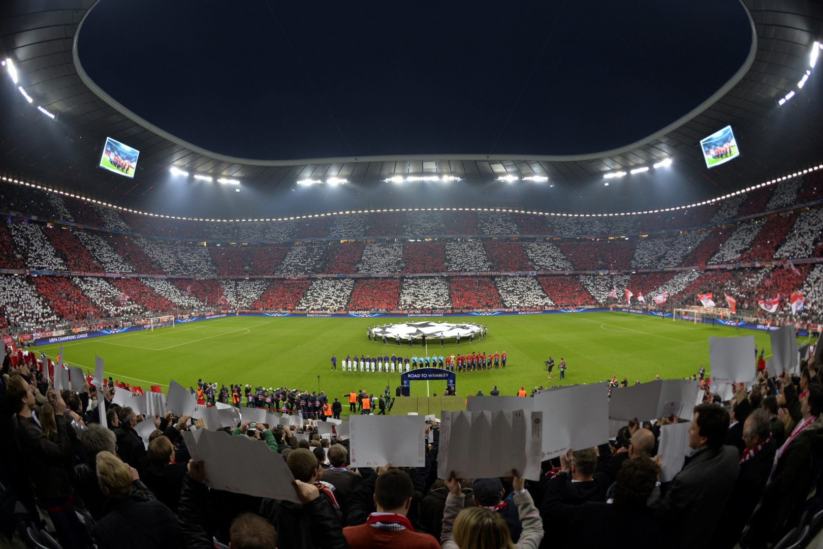 Vue intérieure de l'Allianz Arena de Munich en avril 2013