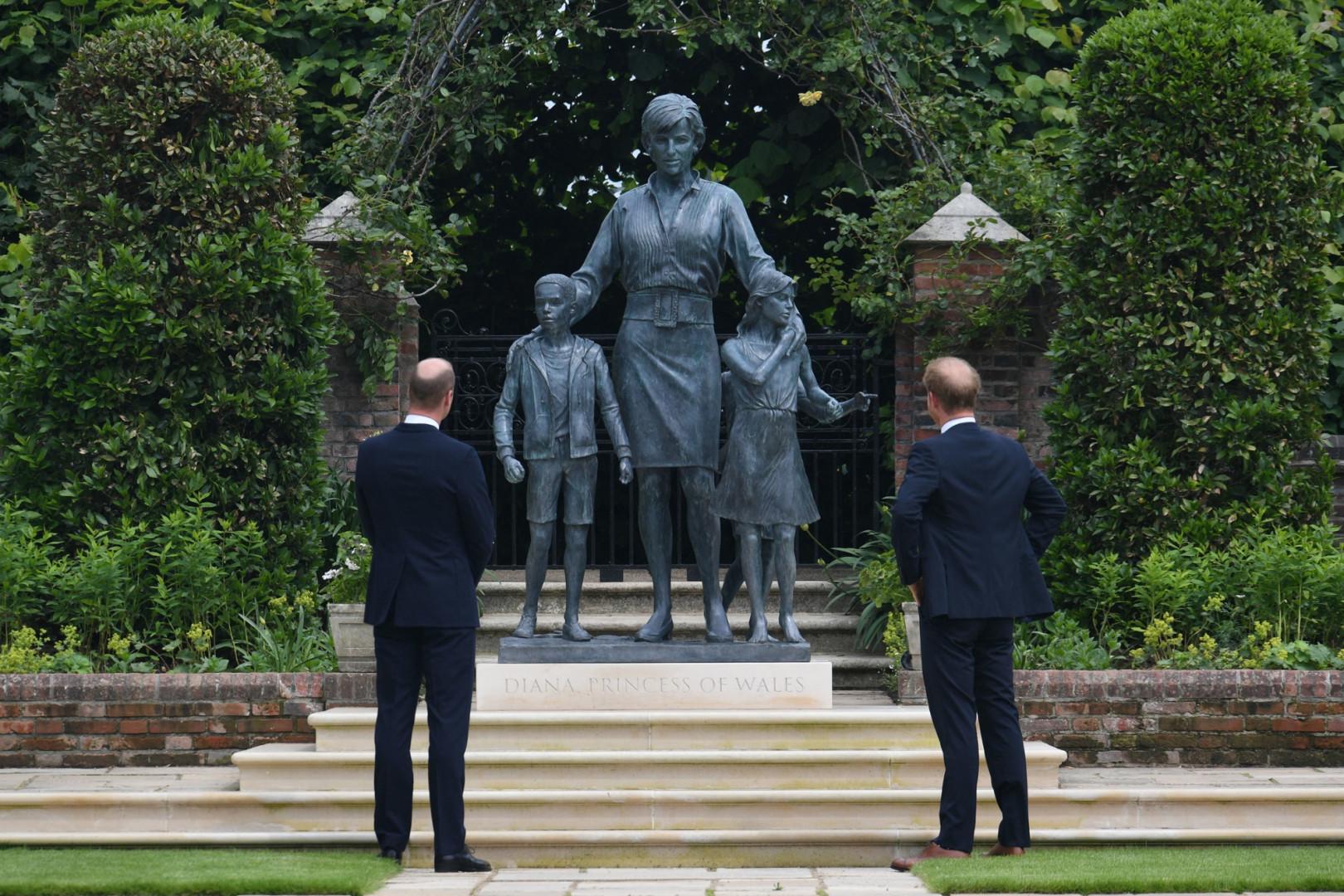 William et Harry à l'inauguration de la statue de Lady Diana dans le jardin de Kensington, le 1er juillet 2021