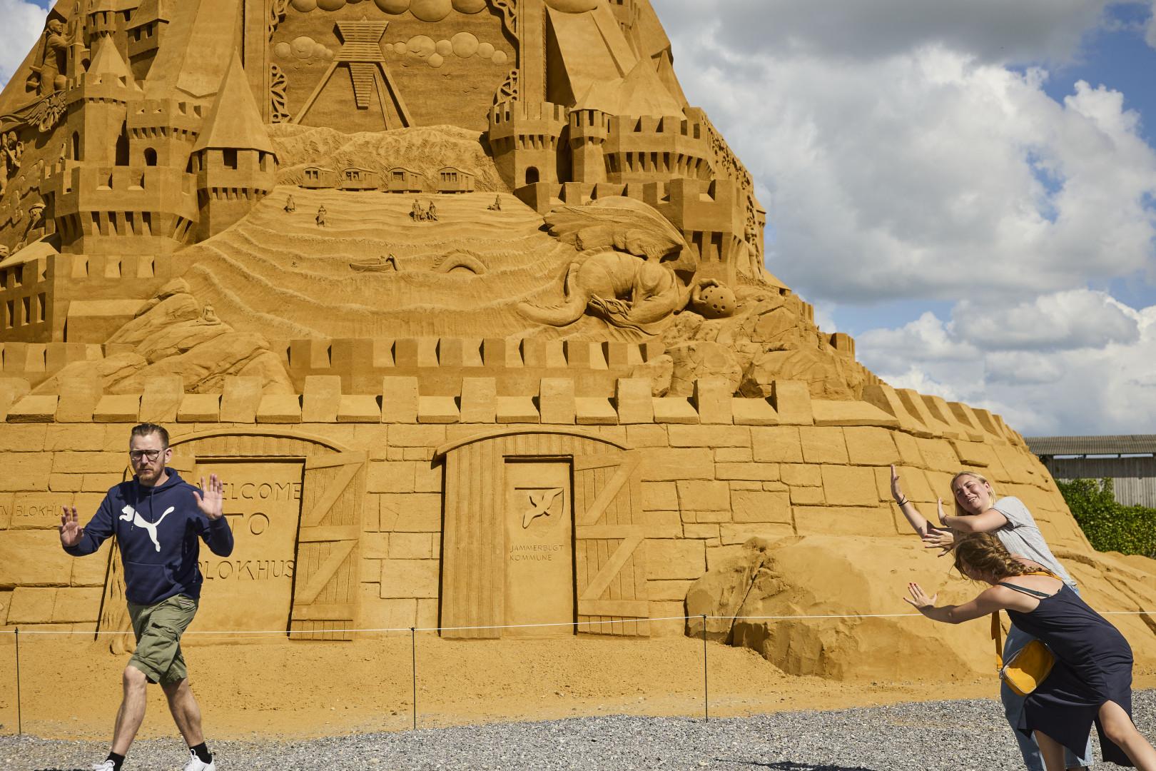 Les touristes sont nombreux à vouloir visiter cet impressionnant chef d'œuvre