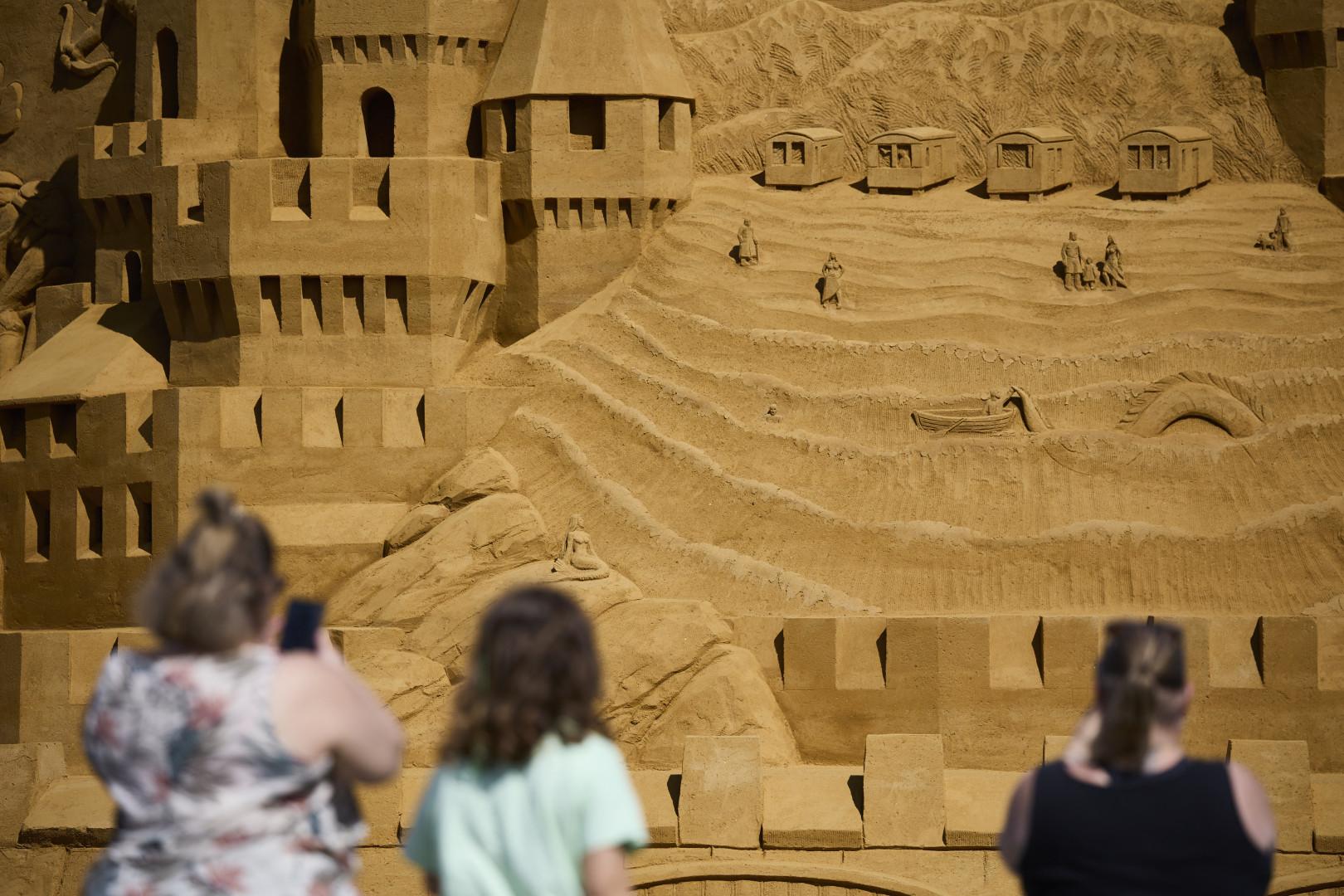 Le château a été construit selon la forme d'une pyramide pour ne pas s'effondrer