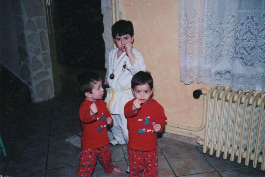 Logab, Jessie et Steven Da Costa grandissent et l'aîné se met au karaté