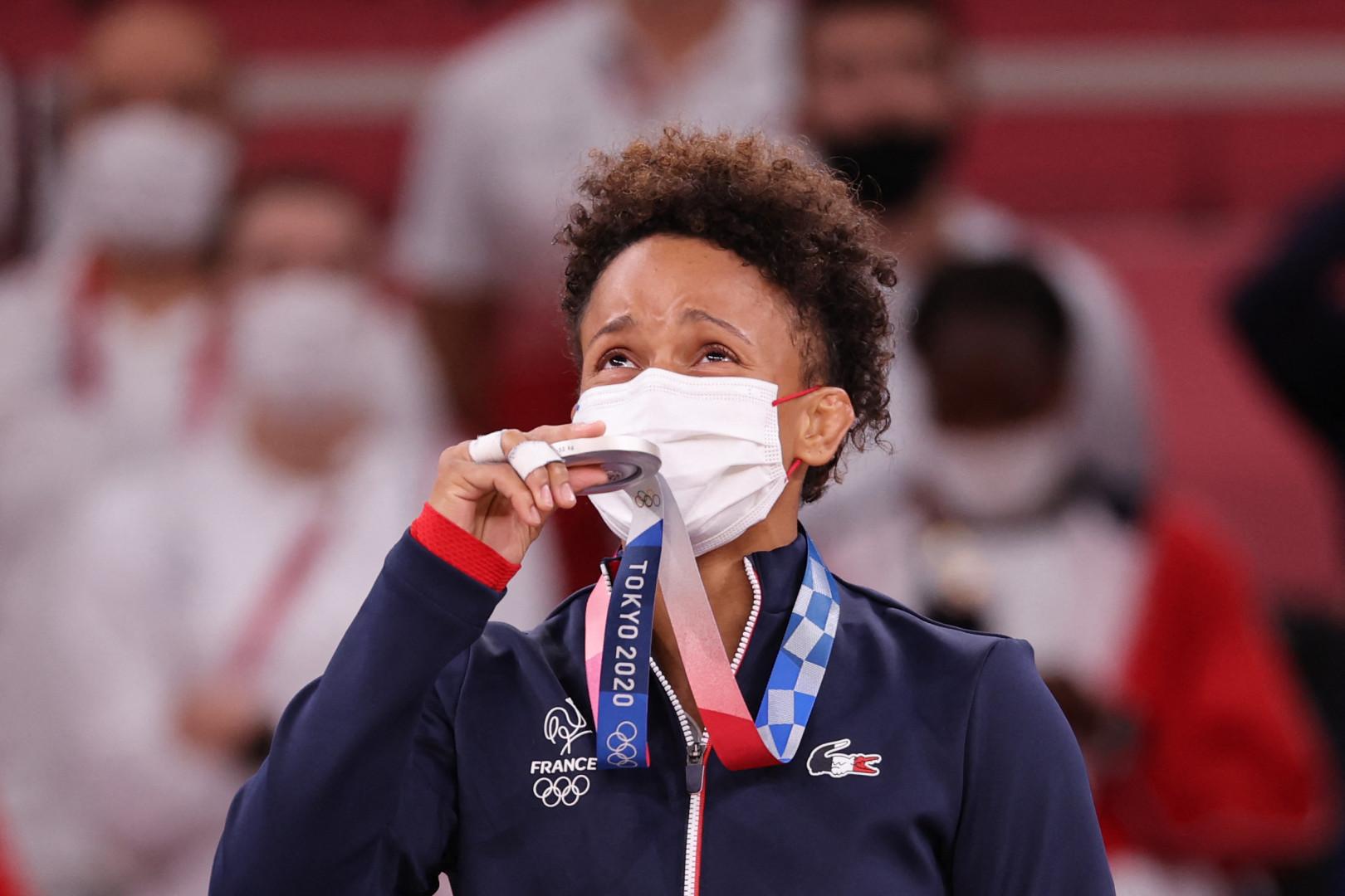Amandine Buchard sur le podium à Tokyo le 25 juillet 2021.