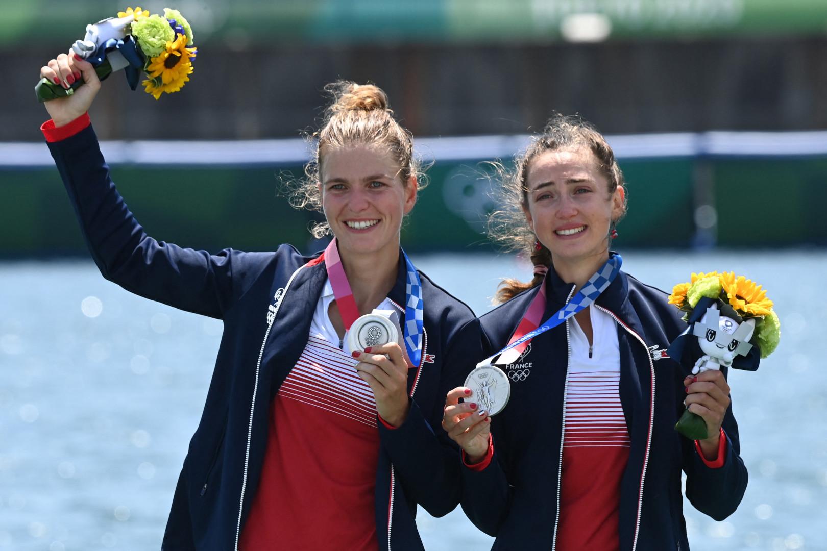 Laura Tarantola et Claire Bové sur le podium à Tokyo le 29 juillet 2021.