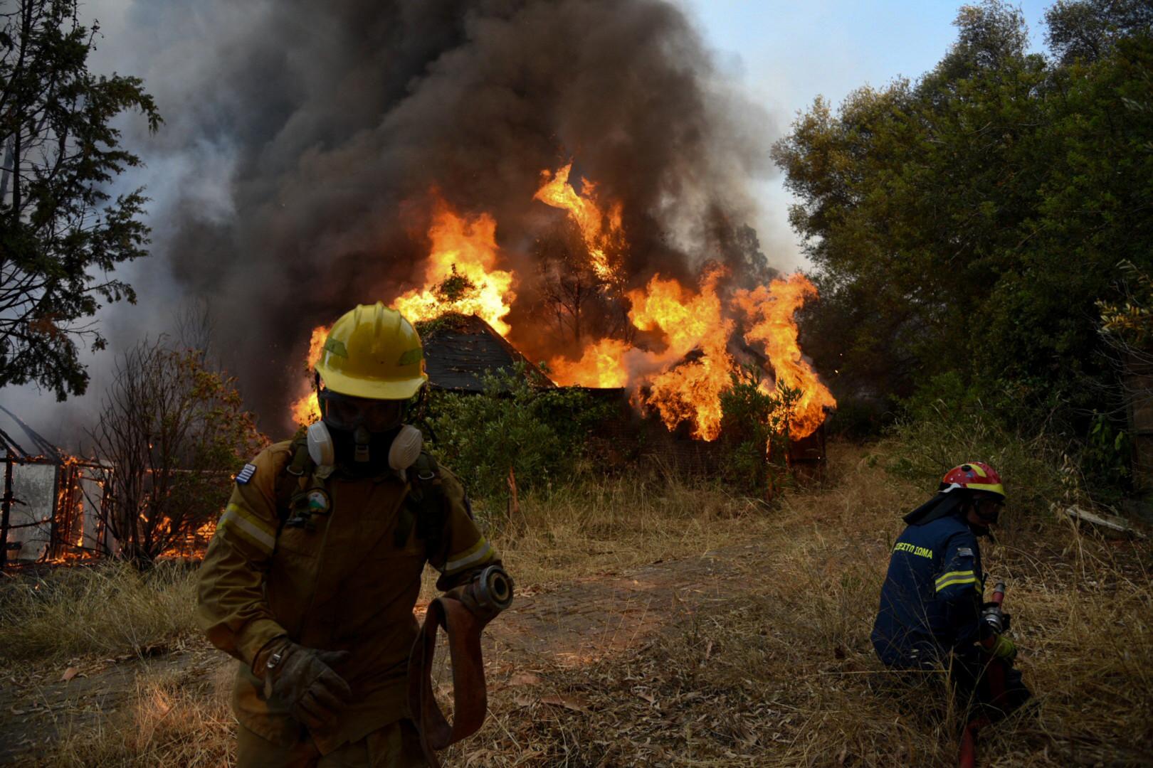 Le village de Labiri, en Grèce, frappé par un incendie le 31 juillet 2021.