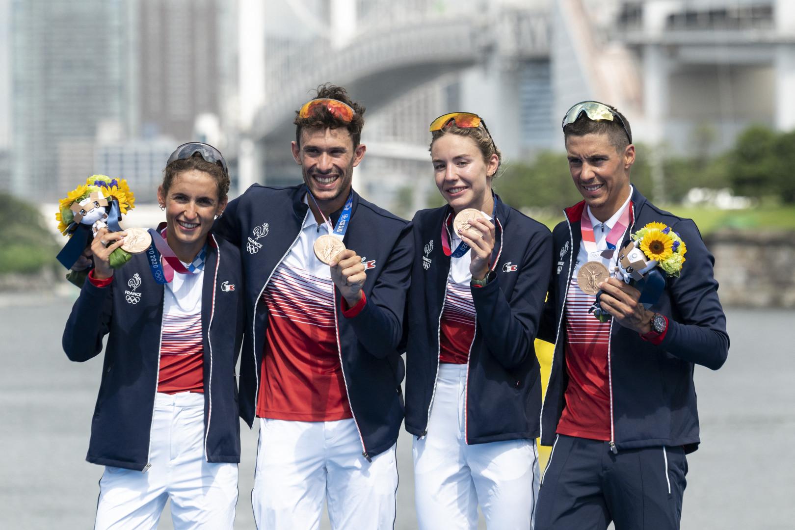 L'équipe de Frane mixte de triathlon avec le bronze sur le relais à Tokyo le 31 juillet 2021.