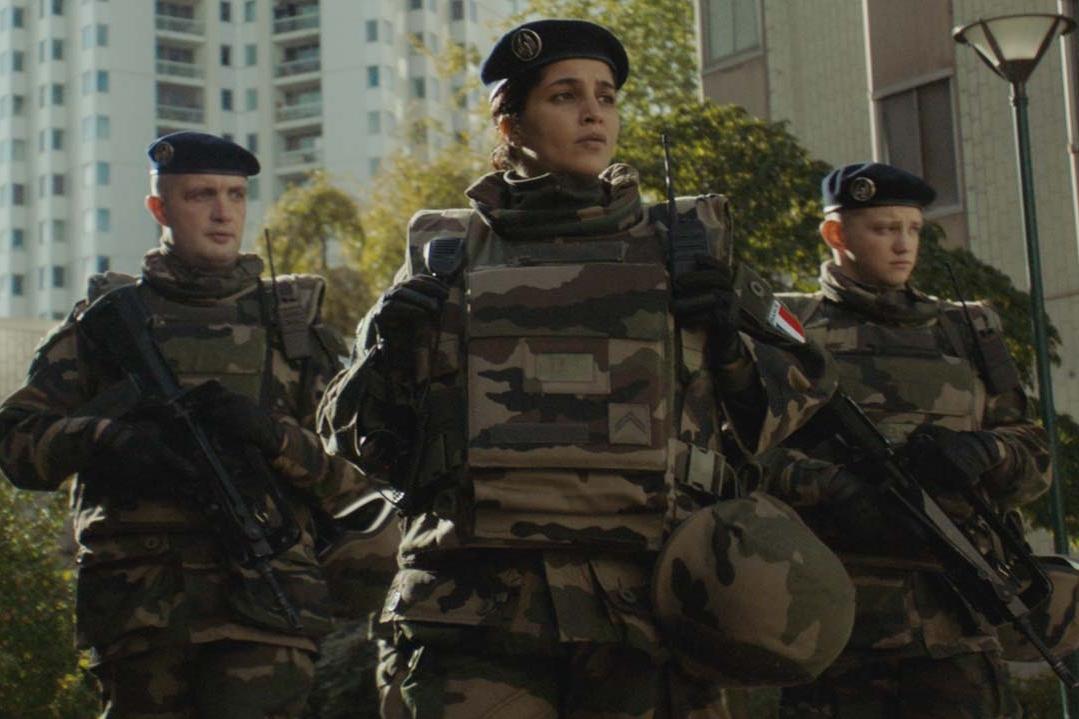 """Dans """"Troisième Guerre"""", elle abandonne le glamour et la légèreté pour l'uniforme"""