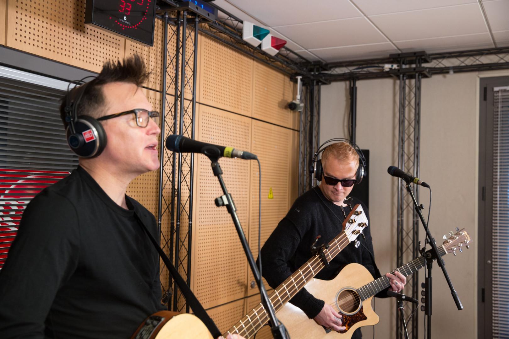 Mark Hoppus & Matt Skiba de Blink 182 dans les studios de RTL2