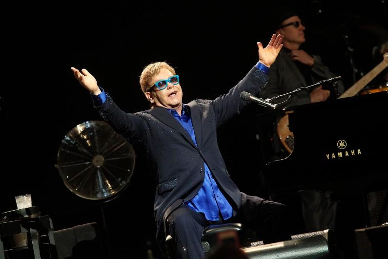 Elton John sera quant à lui en concert à Paris le 1er décembre 2017, après une grande tournée mondiale.