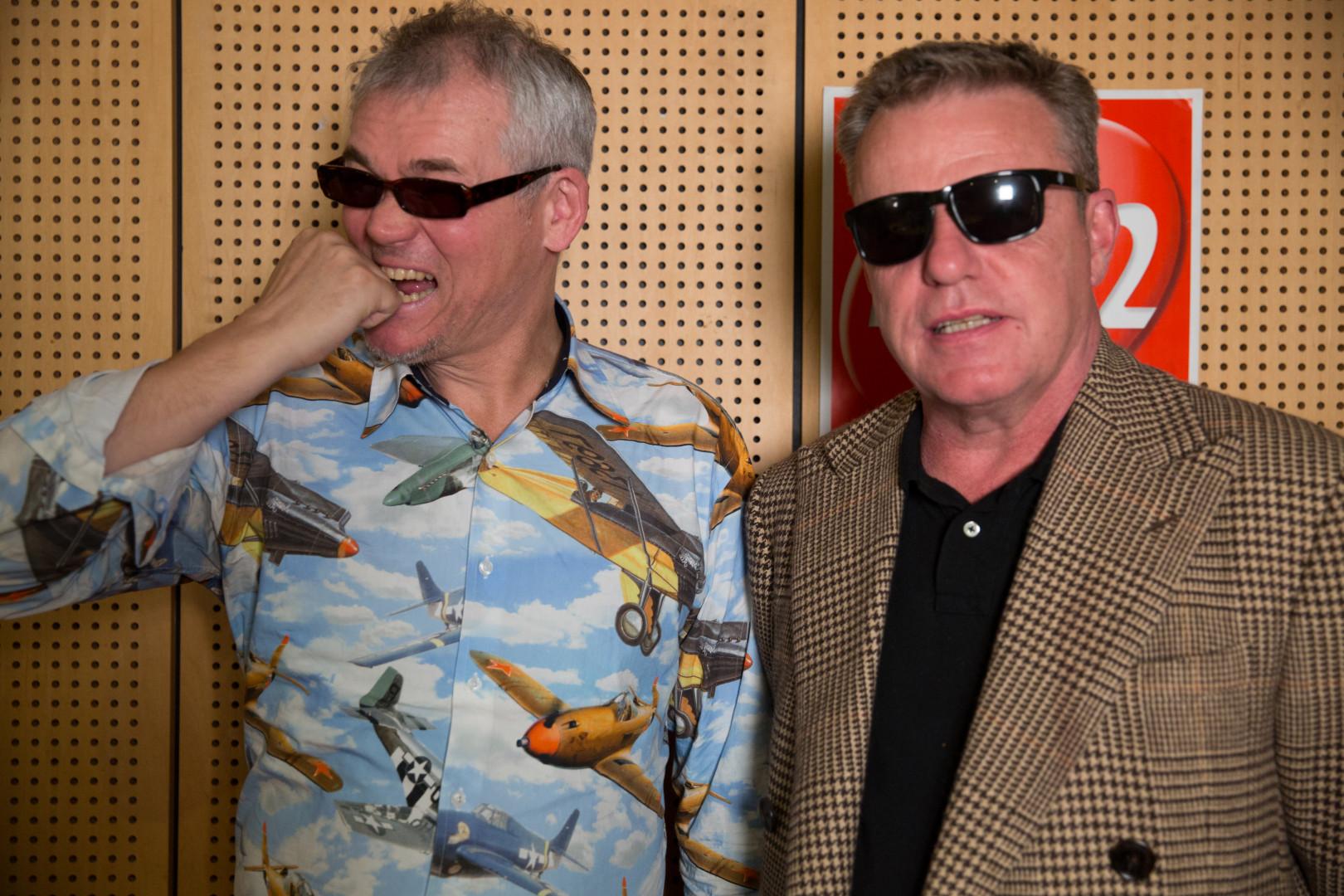 Mike Barson et Suggs du groupe Madness dans les studios de RTL2