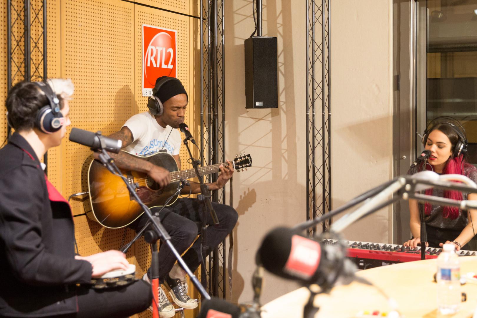 Mat Bastard en session acoustique dans les studios de RTL2