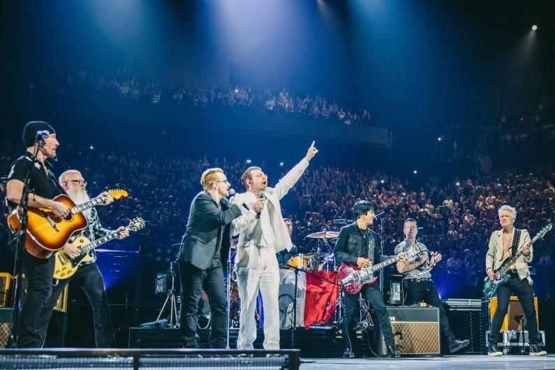 Eagles of Death Metal s'est produit avec U2 à l'AccorHotels Arena, le 7 décembre