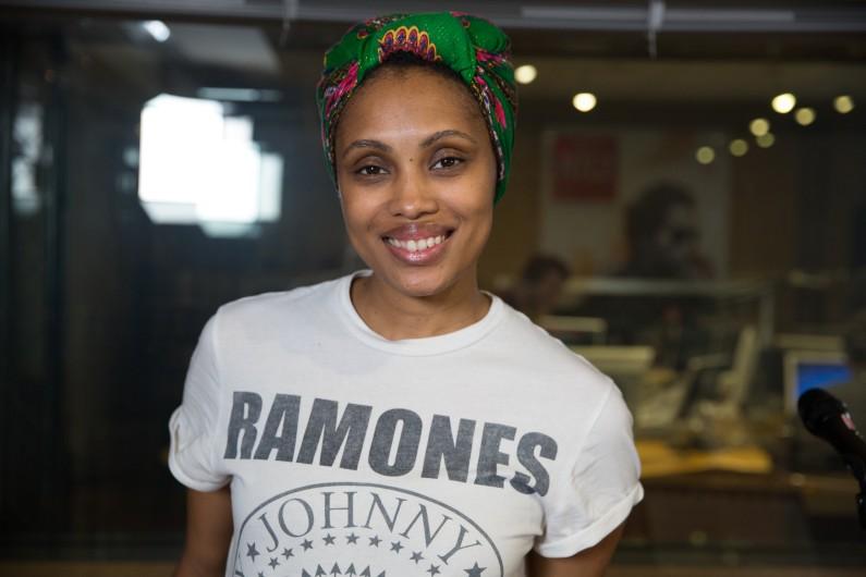 Imany dans les studios de RTL2