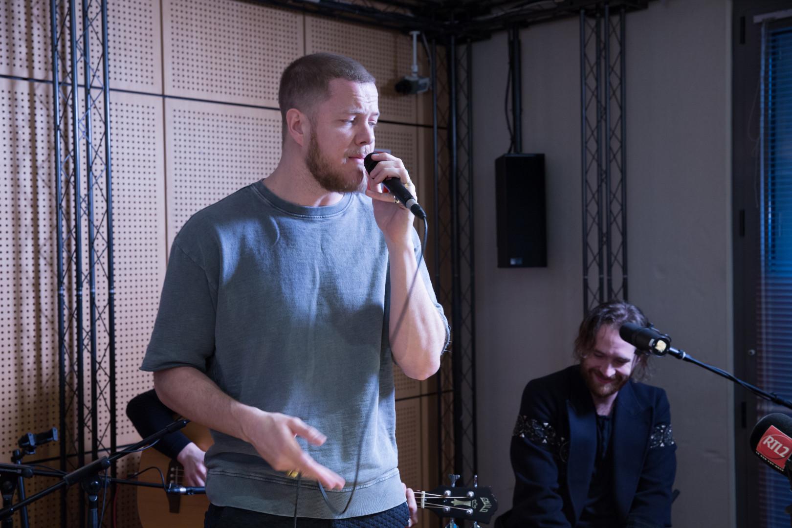 Dan Reynolds d'Imagine Dragons en session acoustique dans les studios de RTL2