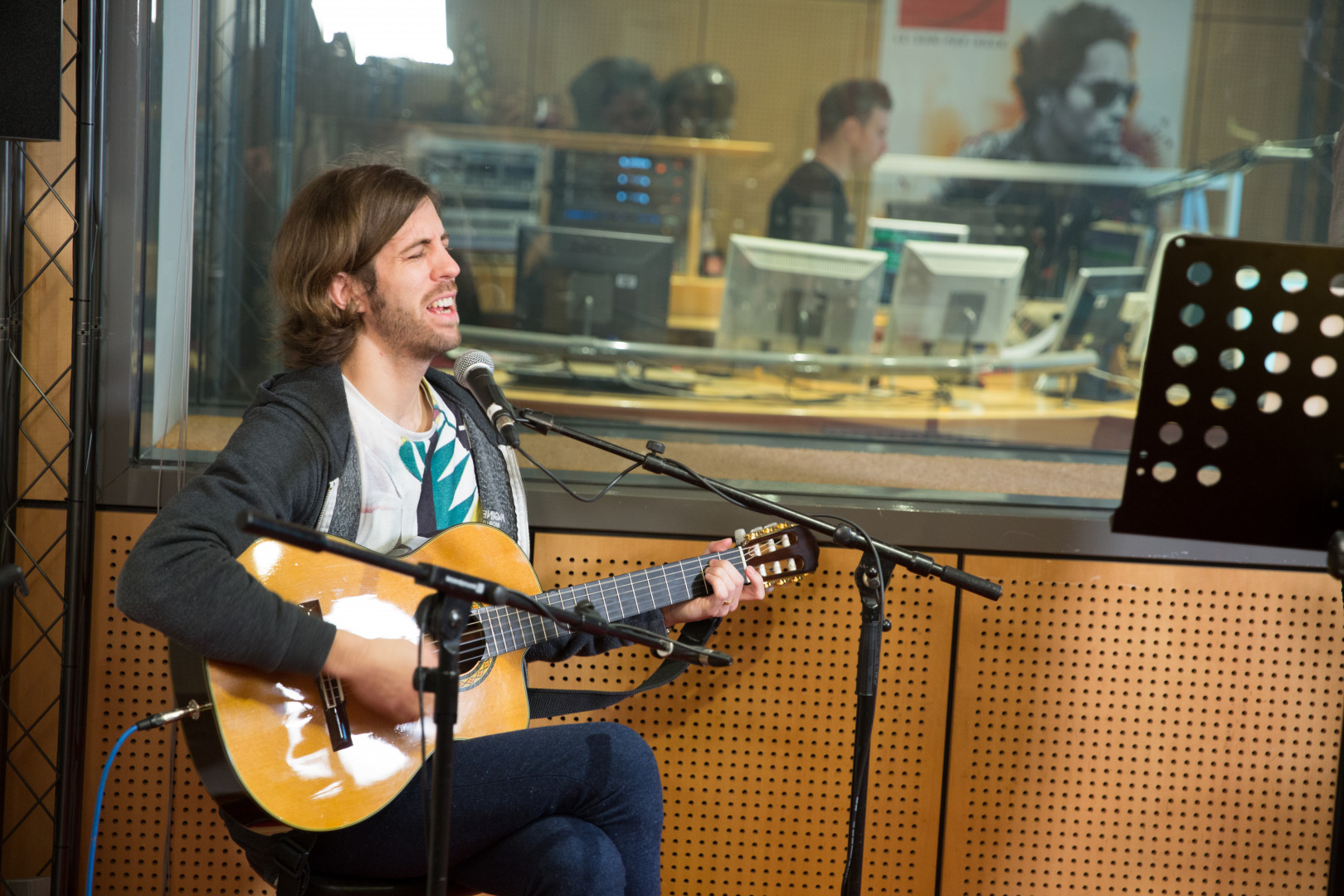 Wayne Sermon d'Imagine Dragons en session acoustique dans les studios de RTL2
