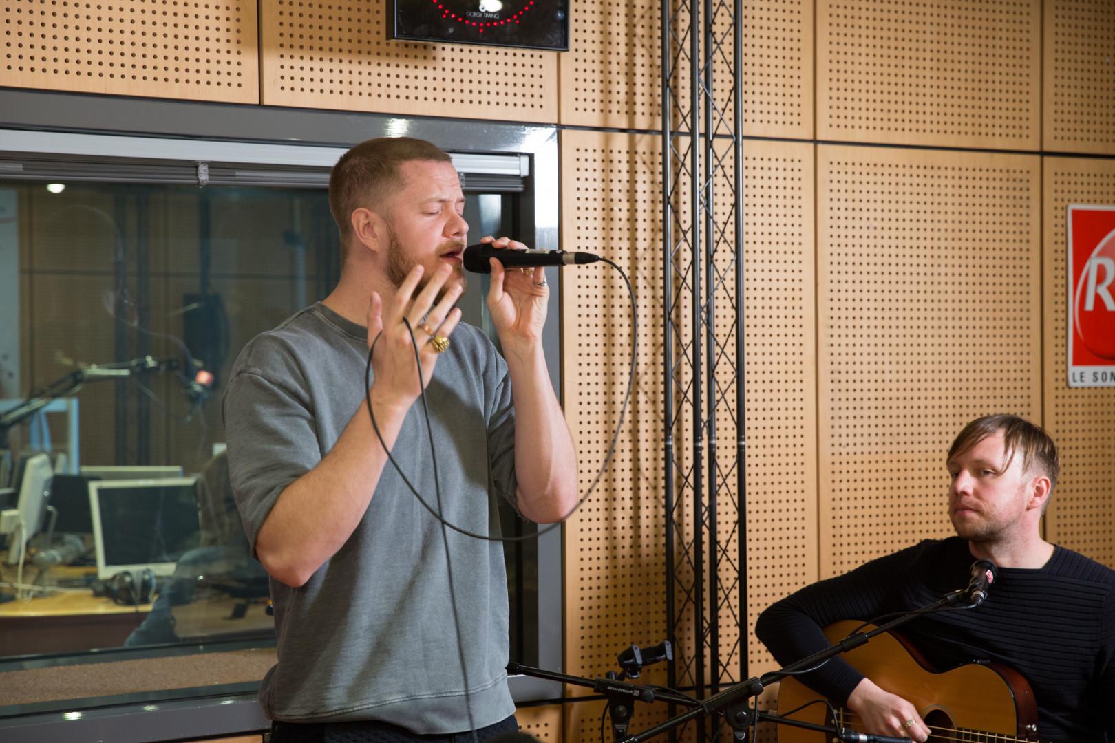 Dan Reynolds et Ben McKee d'Imagine Dragons en session acoustique dans les studios de RTL2