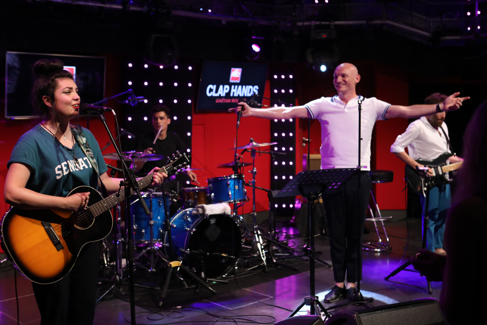 Hoshi en duo avec Gaëtan Roussel dans Clap Hands