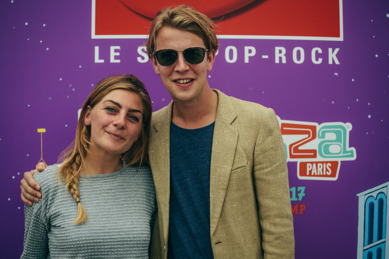 Tom Odell et Mathilde Courjeau dans le studio RTL2 lors de Lollapalooza Paris