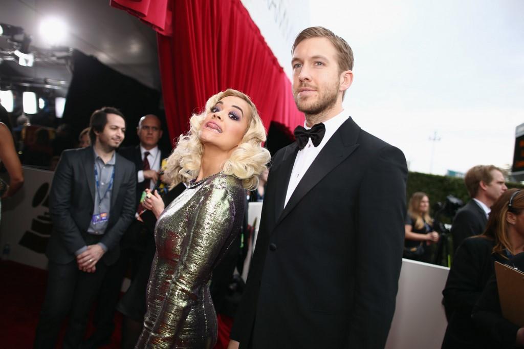 Rita Ora et Calvin Harris sur le tapis rouge.