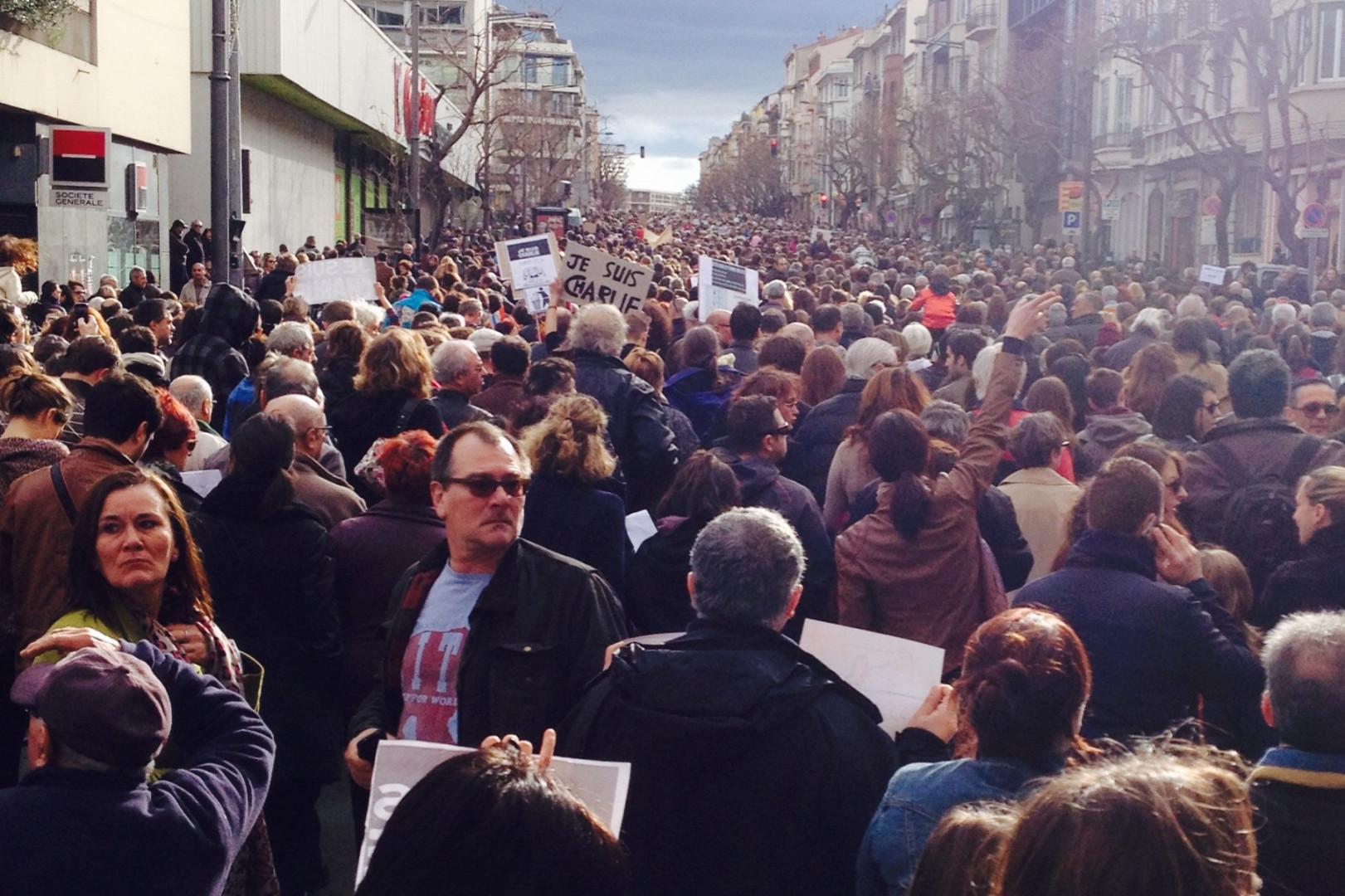 Il y a du monde dans les rues de Perpignan pour la marche républicaine