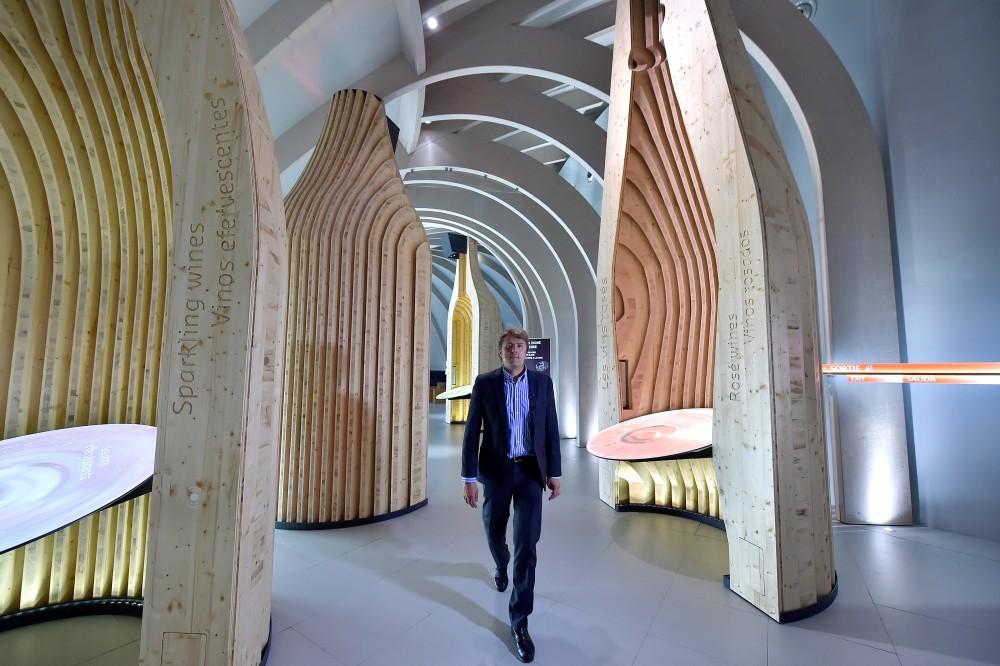 Philippe Masson, dans une salle d'exposition de la Cité du Vin