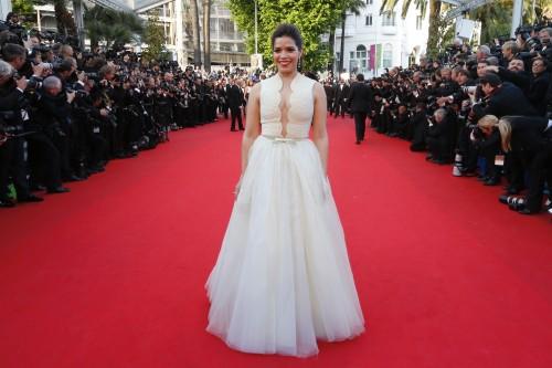 America Ferrera voix de Astrid dans Dragon 2, sur le tapis rouge de Cannes