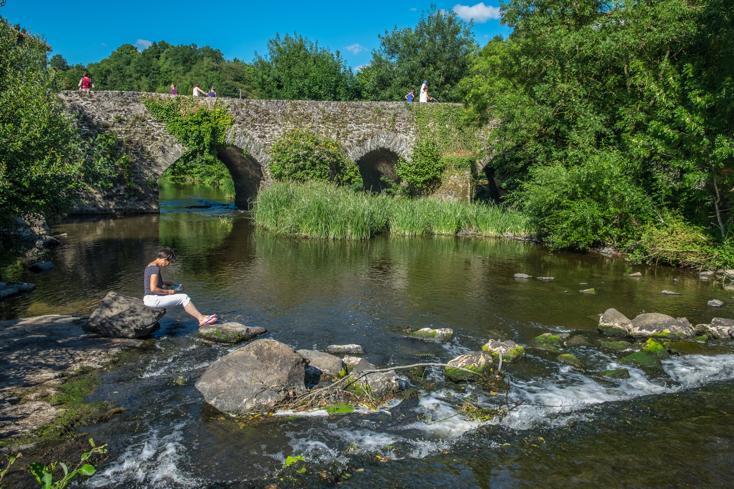 Le Pont médiéval de Bohardy franchit l'Evre à Montrevault-sur-Evre