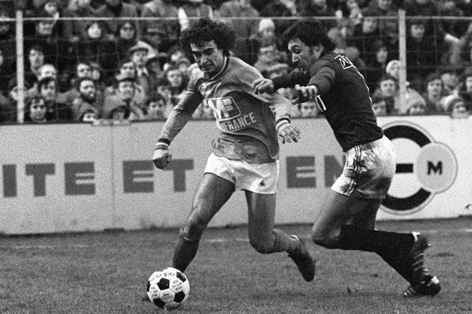 Dominique Rocheteau, ici sous les maillot de Saint-Étienne, a inscrit 100 buts pour le PSG