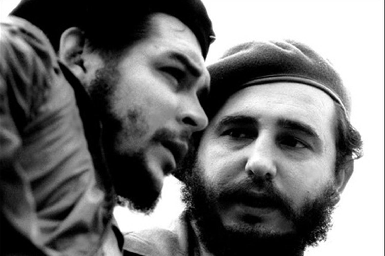 """Fidel Castro et Ernesto """"Che"""" Guevara dans les années 1960."""