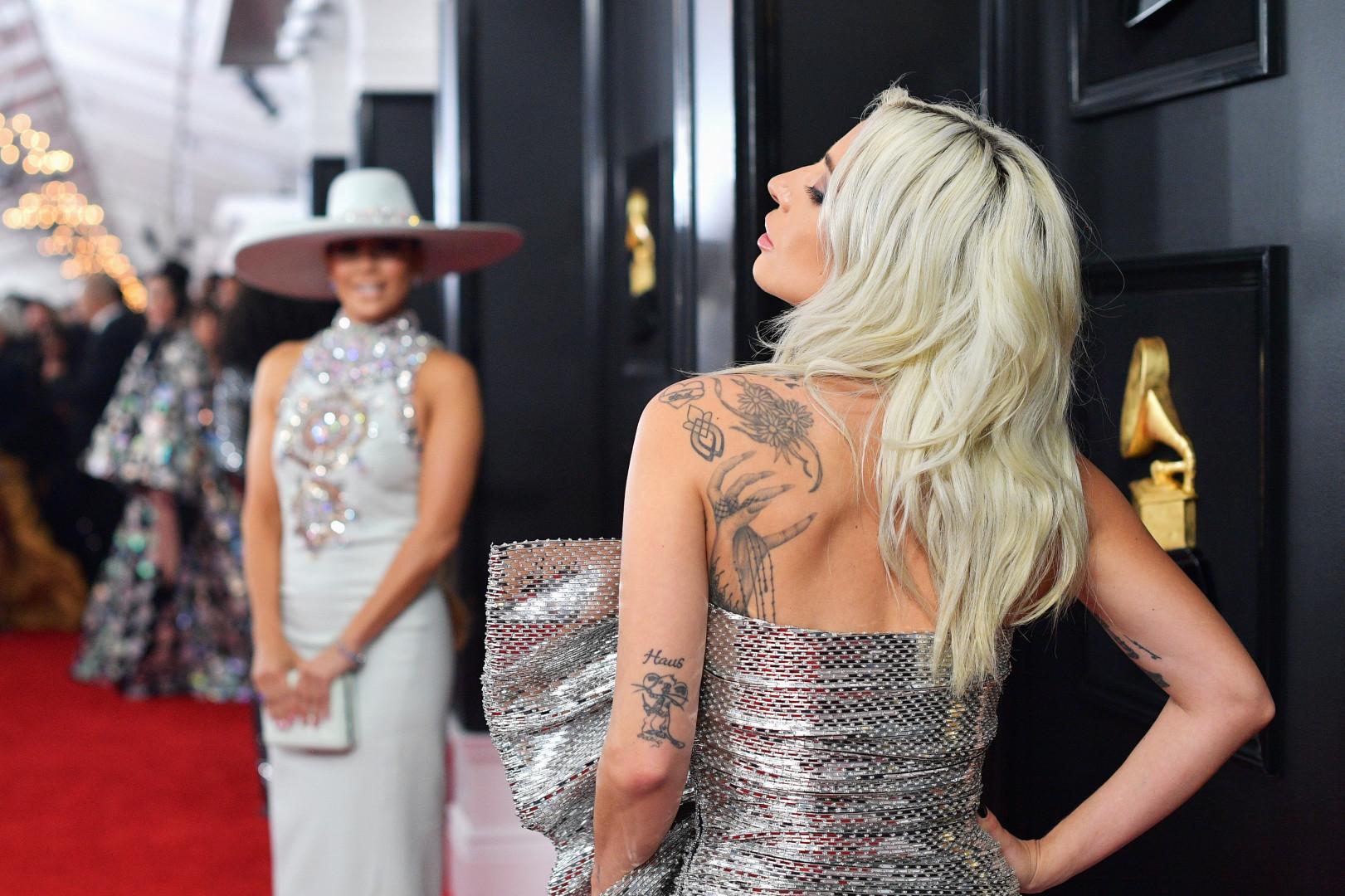 Jennifer Lopez et Lady Gaga sur le tapis rouge des Grammy Awards 2019