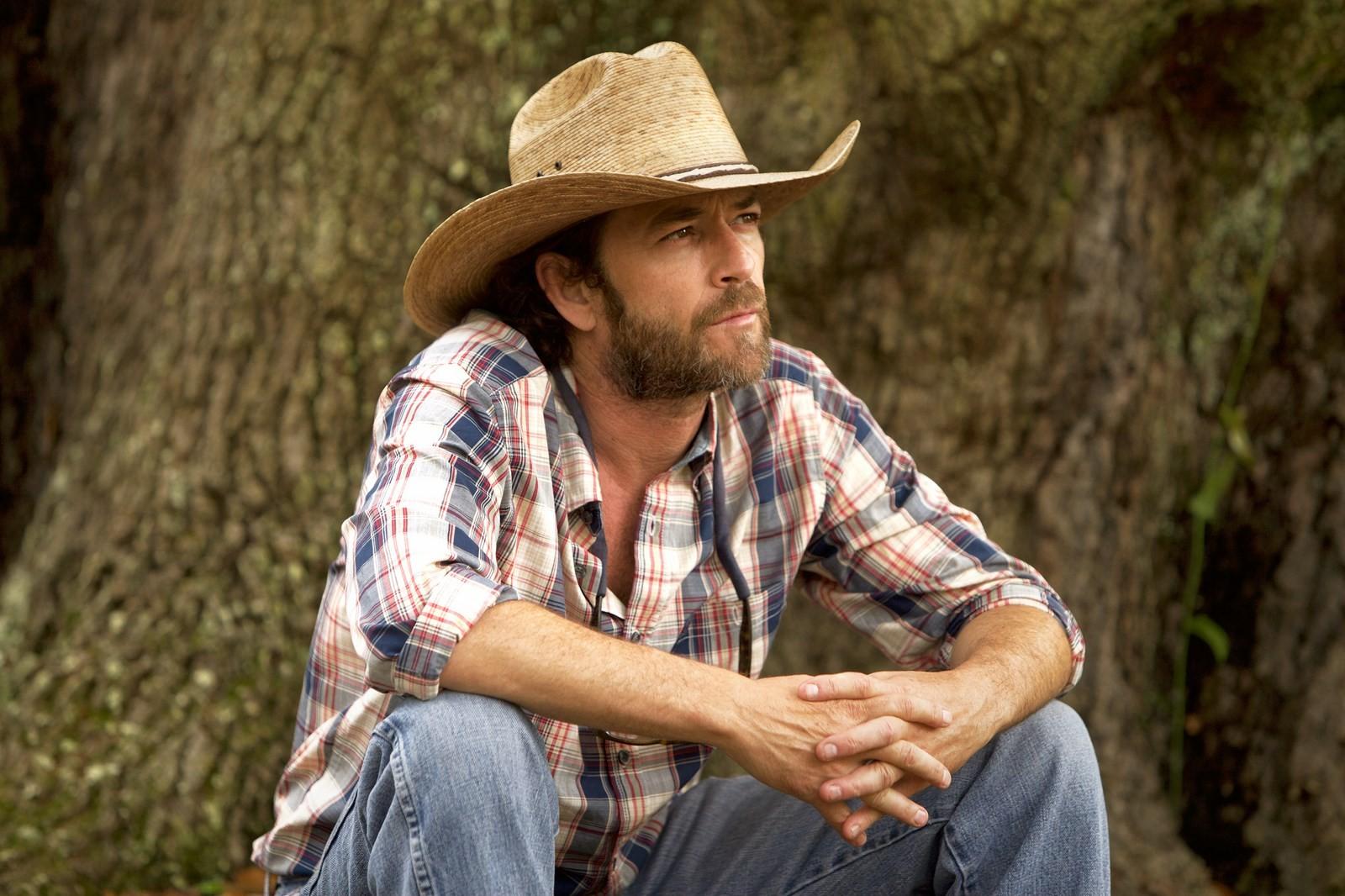 """""""Riverdale"""" (2017) - Depuis deux ans, Luke Perry interprétait le père d'Archie, Fred Andrews, dans la petite ville américaine. À quelques jours de la disparition de l'acteur, les producteurs n'ont donné aucune précisions sur la suite de la série."""