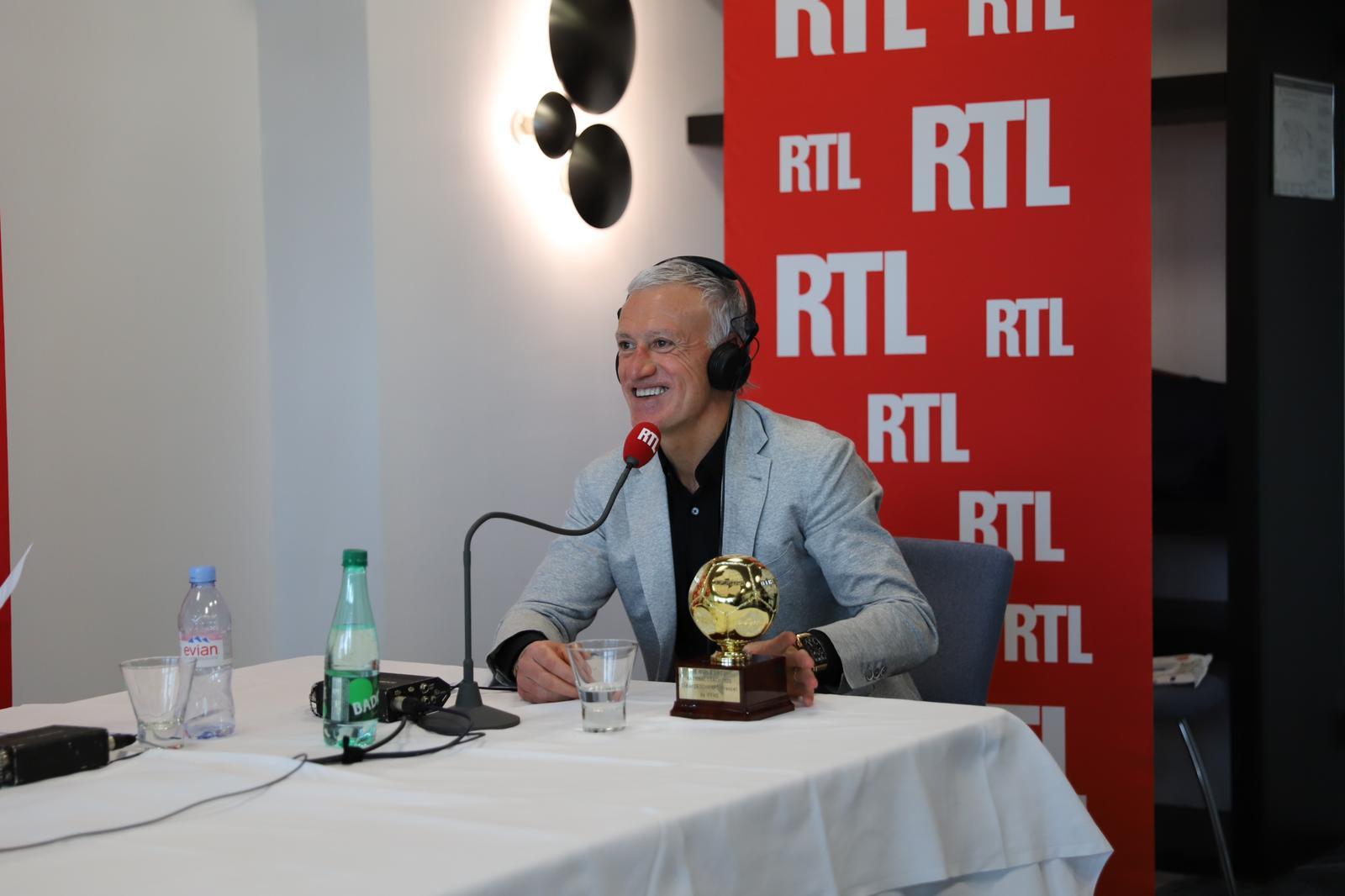 Didier Deschamps avec le Trophée du meilleur sélectionneur du monde de l'année 2020