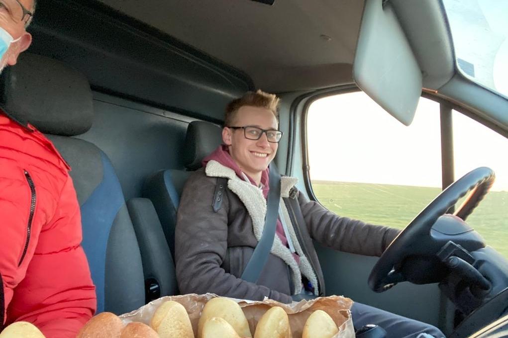 Alexandre livre son pain dans la deuxième boulangerie et dans trois distributeurs.