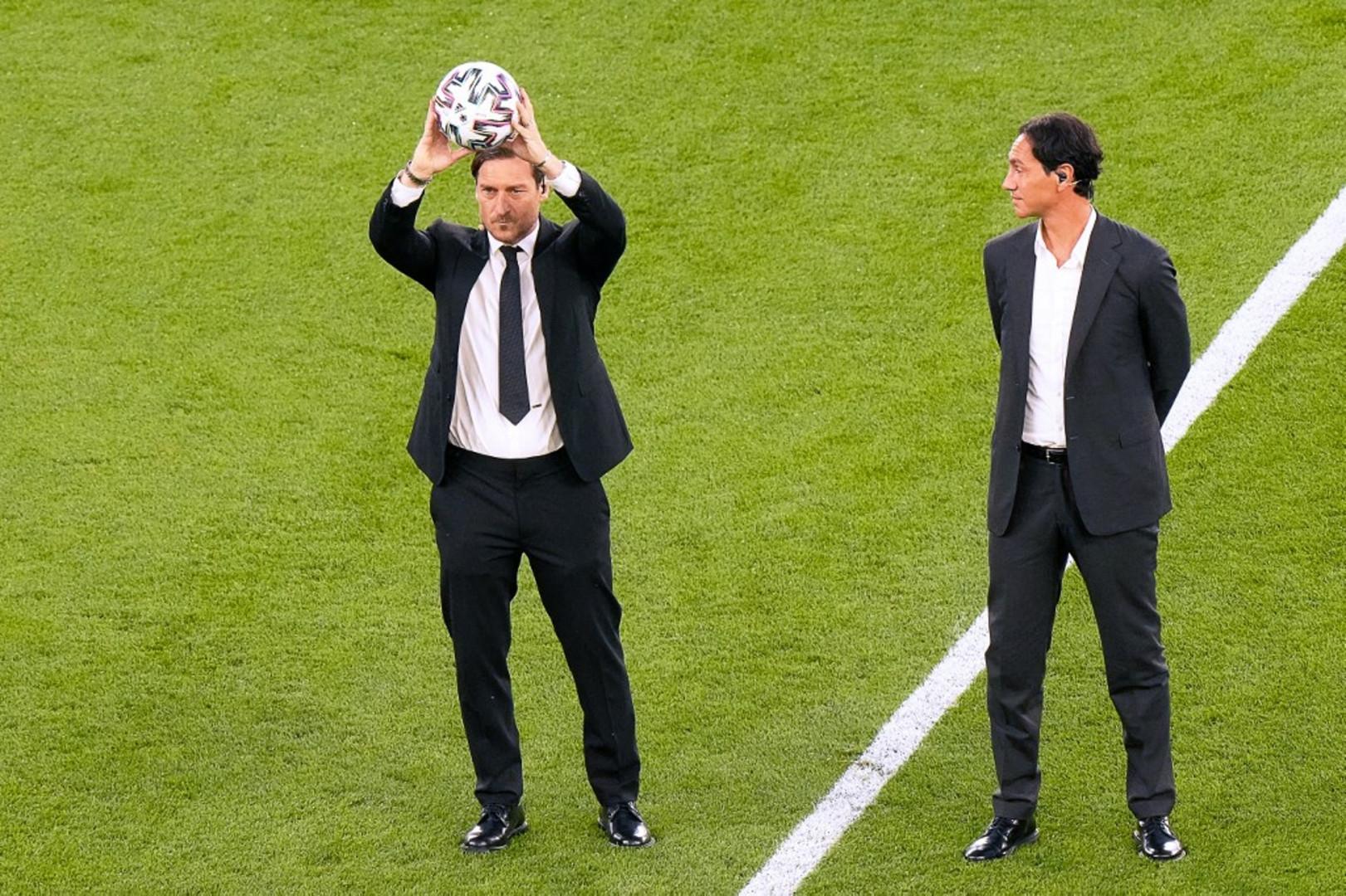 Enfin Francesco Totti et Alessandro Nesta ont lancé officiellement la compétition