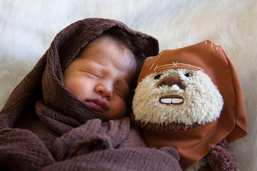 """Ezra avec un Ewok du """"Retour du Jedi"""""""
