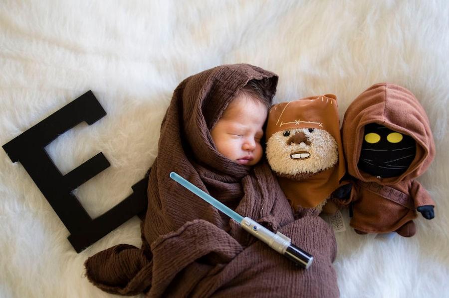 Le bébé est assoupi