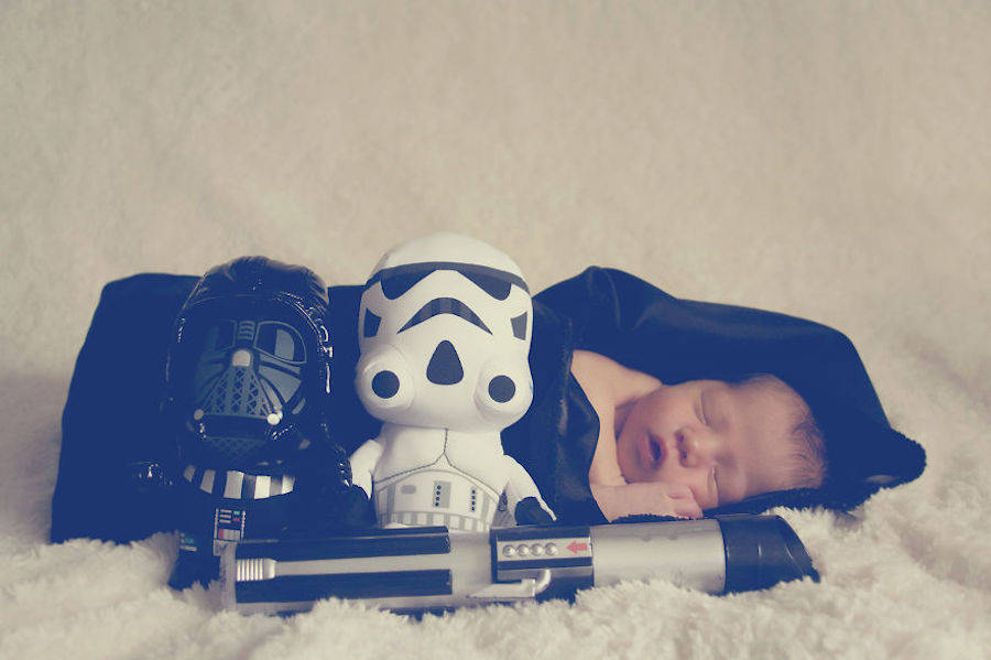 En compagnie d'un Dark Vador et d'un Stormtrooper versions enfant