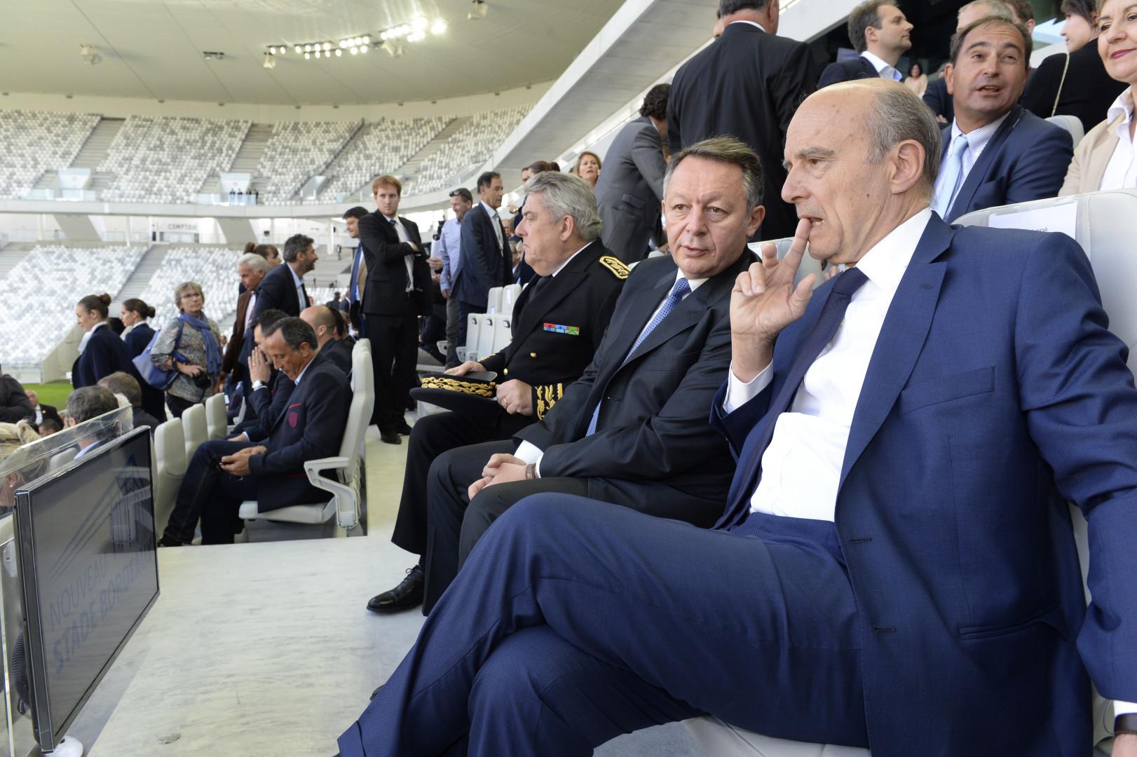 Le maire de Bordeaux Alain Juppé aux côtés du ministre des Sports Thierry Braillard le 18 mai 2015