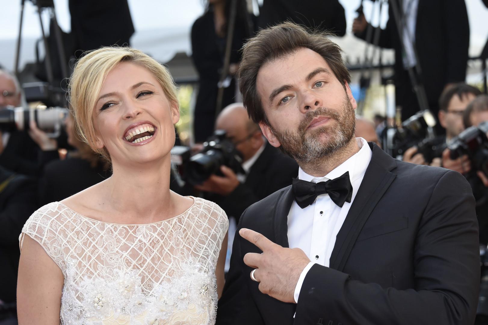 Clovis Cornillac et sa femme Lilou Fogli radieux à Cannes le 18 mai