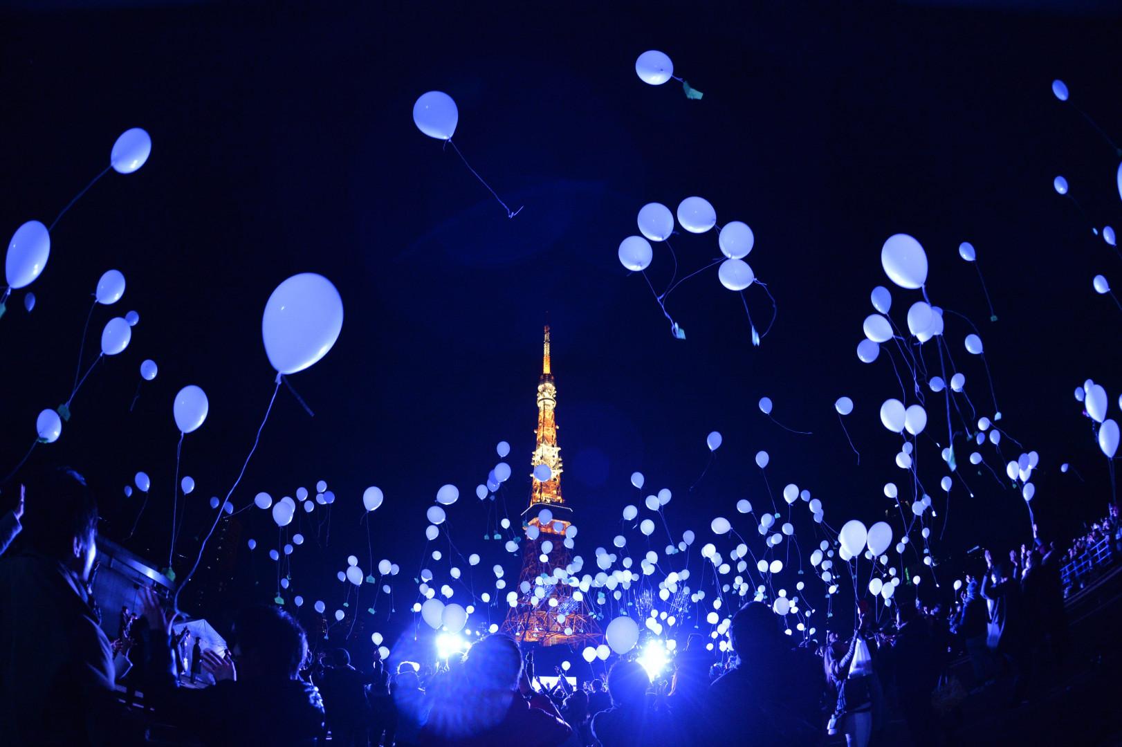 À Tokyo, plus d'un millier de ballons à l'hélium se sont envolés