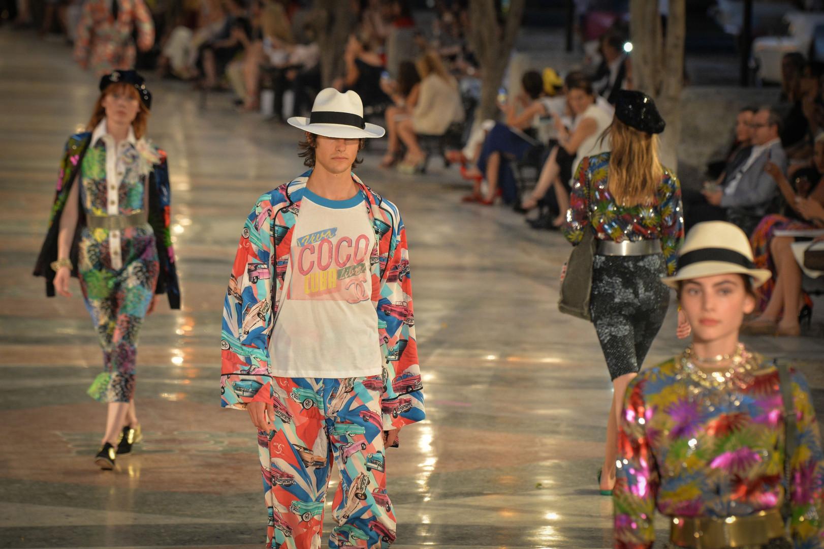 Chanel a proposé des créations hautes en couleurs